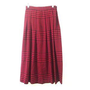 Retro plaid Liz Claiborne skirt! ❤️🖤❤️